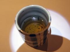 Aさんのお茶に茶柱がっ!