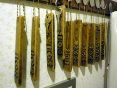 手彫りのキーホルダーは、全てオープン当時からのものだそうです。