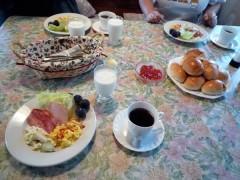 今度はパンの朝食〜
