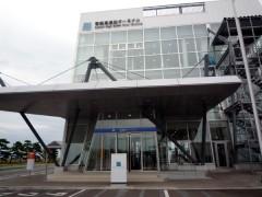 フェリーターミナルで乗船手続きをします。