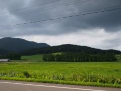 また怪しい黒い雲が…
